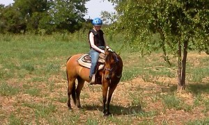 Jennifer riding rescue horse Toffy on her first trail ride.